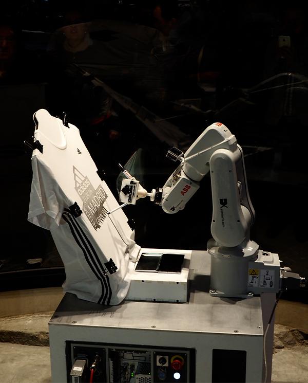 Tienda Adidas Gran Vía retratos robots